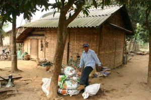 Phongsali計劃: 策劃第一次拆彈任務。村中央的集束炸彈被安全拆除。